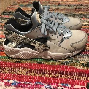 Men's Nike huaraches size 9.5